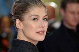 Ex-Bond-Girl Rosamund Pike (38).