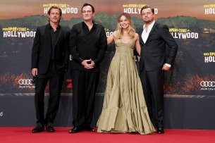 "Kult-Regisseur Quentin Tarantino (2.v.l.) präsentiert mit Brad Pitt (l.), Margot Robbie und Leonardo Di Caprio seinen 9. Film ""Once Upon a Time in Hollywood"" in Berlin."